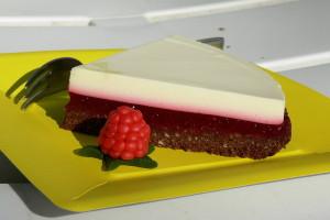 Malinovo-citronový dort řez