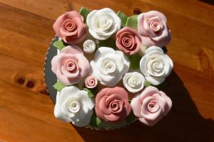 Čtvercový dort s růžemi zeshora