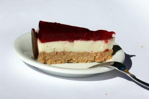 Třešňovo-smetanový dort řez