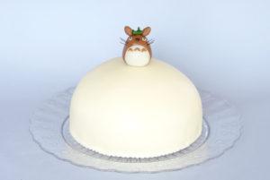 Šlehačkový dort s ořechy a marcipánem