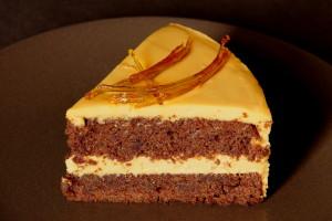 karamelový dort řez