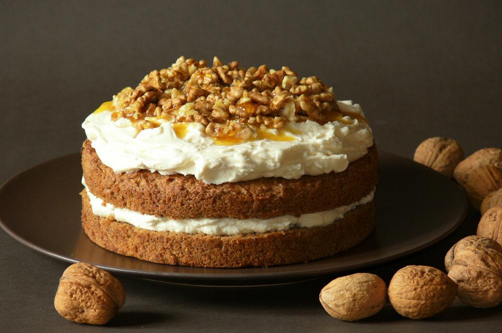 ořechový dort k narozeninám Ořechový smetanový dort | Je libo kousek dortu? ořechový dort k narozeninám